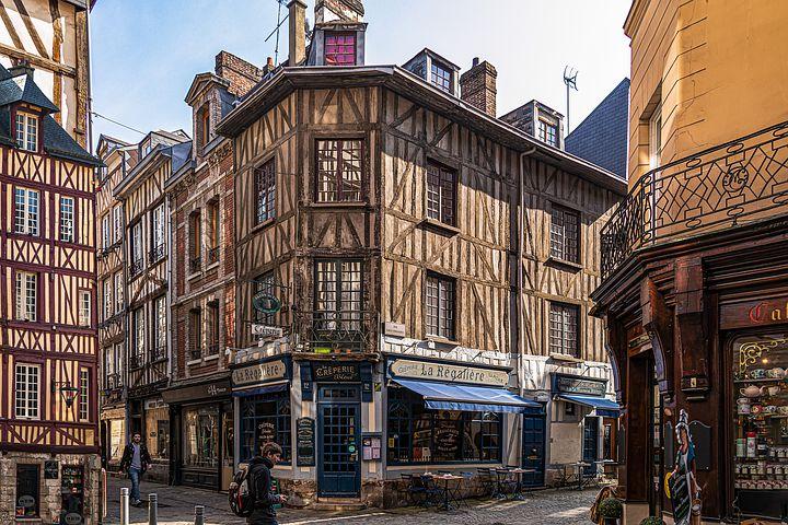 Les cinq grands lieux administratifs de Rouen